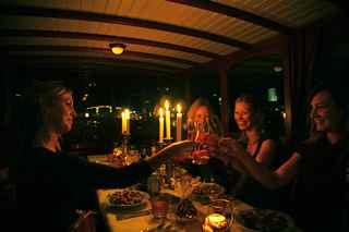 luxe diner tijdens een rondvaart in amsterdam op luxe salonboot Hilda.