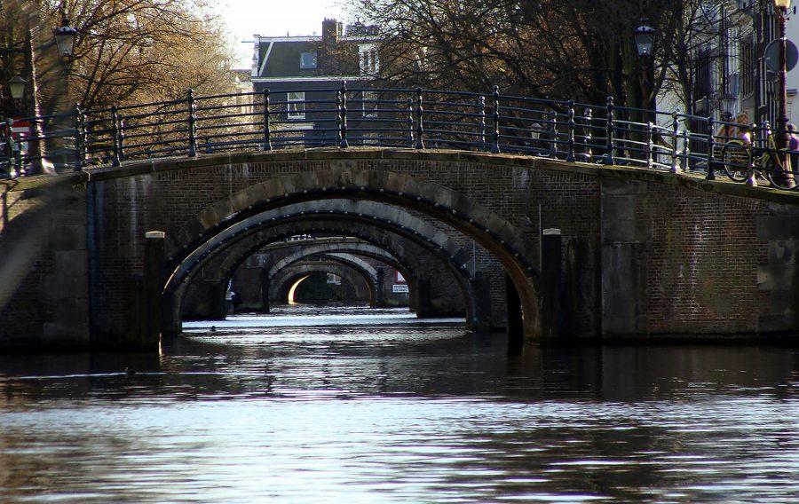 Amsterdam overweegt alcoholverbod voor bootpassagiers