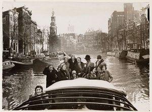 Rondvaart boot in Amsterdam begin 20 -ste eeuw