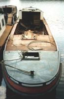 Restauratie van de Rondvaartboot Hilda, in de Amsterdamse gracht van boven gezien voor de restauratie.