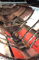Restauratie van de Rondvaartboot Hilda, het rode deel van deze oude Amsterdamse rondvaartboot is al vernieuwd.