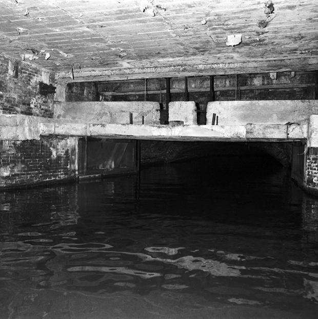 De sluis onder de Waag, 1990.